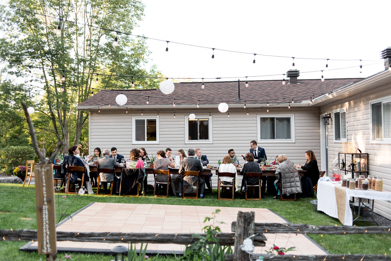al fresco dinner at ontario cottage